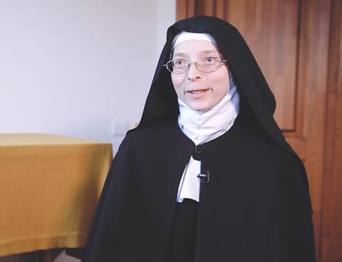 """""""Vieni iš mūsų"""". Sigita Petkelytė (s. Angelų Marija): nuo rytų kovos menų iki uždaro vienuolyno"""